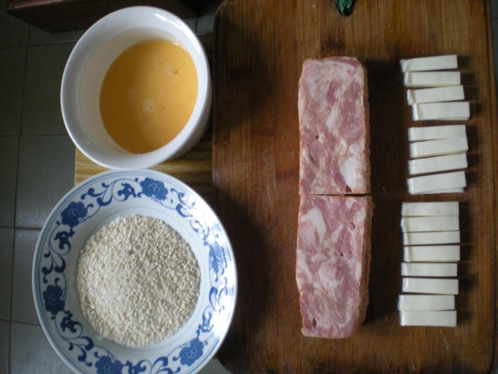 面包糠、蛋液、培根、奶酪